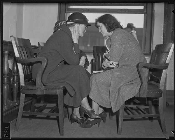 Isa Lang, convicted of murder, with reporter Agness  Underwood, Los Angeles, 1935 resize