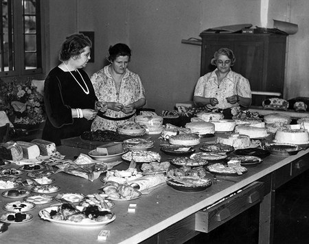 Tehachapi bake-off. And the winner is...  Photo courtesy LAPL.