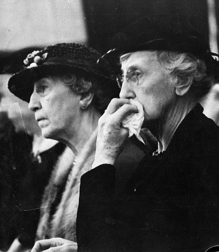 Cora Love (right) and a friend in the courtroom during Helen's trial. Photo courtesy LAPL.