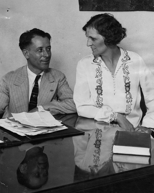 S.S. Hahn with a witness in Aimee Semple McPherson's trial. [Photo courtesy of LAPL]